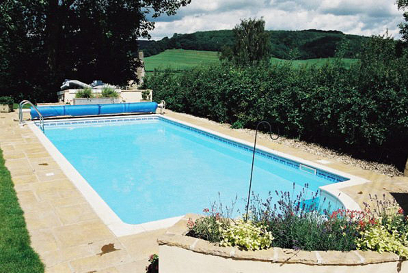 Narrow swimming pool coping stone senlac stone for Narrow pools